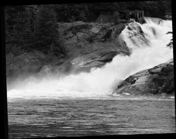 Another famous water fall I'm having difficulty capturing. People kayak down this.